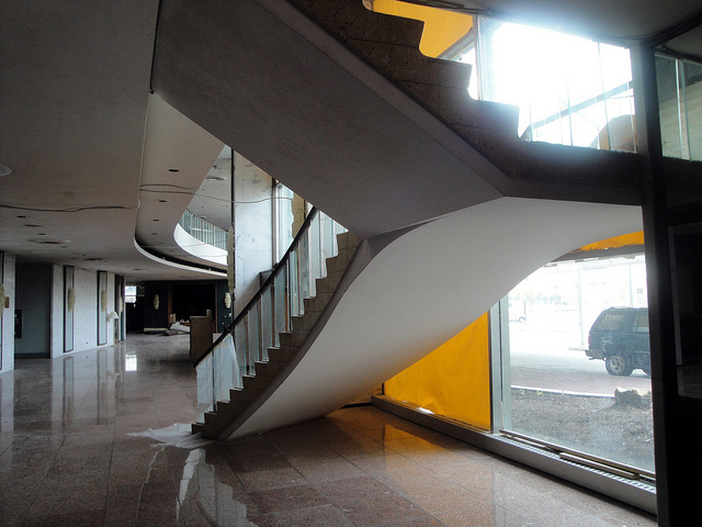 Floating Staircase and Lobby