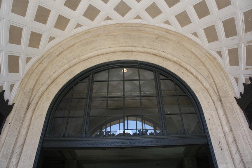 Entrance and ceiling